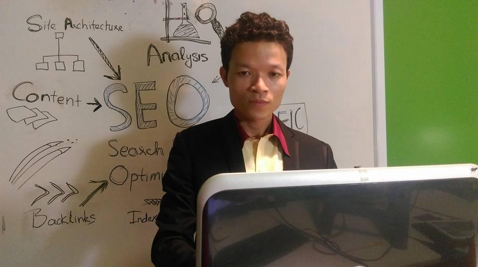 Trả lời học viên về về SEO trực tiếp qua màn hình tương tác